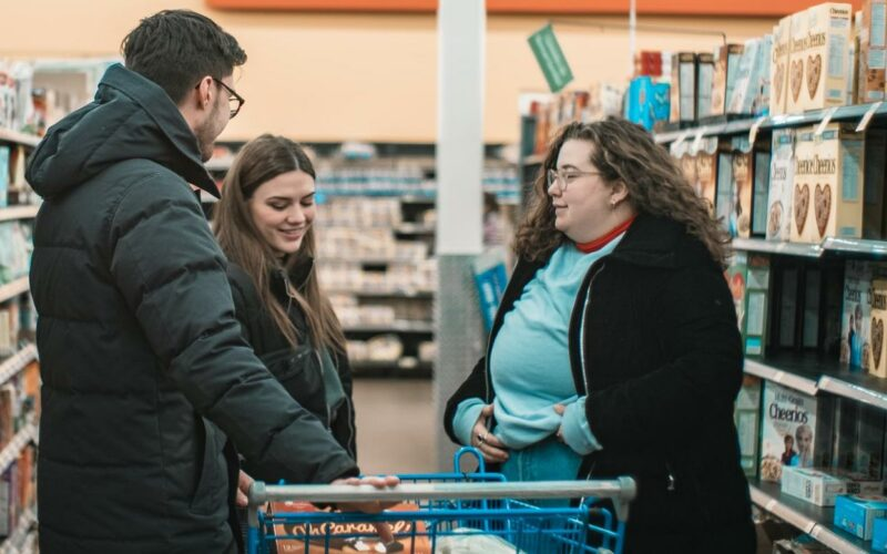 Mom Pays for the Groceries of Multiple Strangers on a Whim