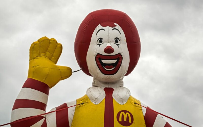 McDonald's decides to Raise Wages in its Stores