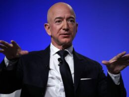 Smithsonian gets $200 million from Bezos